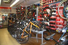 Bike Shops, Bicycle Shop, Old Bikes, Gas Station, Shop Ideas, Bicycles, Boutique, Store, Shopping