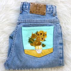 Sunflowers Vincent Van Gogh Painted Jeans by Kessler Ramirez Painted Shorts, Painted Vans, Painted Clothes, Diy Clothes Refashion, Diy Clothing, Custom Clothes, 70 Clothes, Jean Bordado, Van Gogh Sunflowers