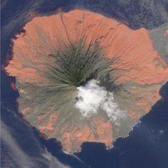 Cleveland Volcano Eruption | View of 2010 eruption of Alaska's Cleveland volcano. Alaska Volcano ...