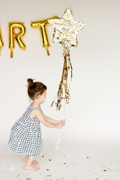 DIY Shooting Star Pull Pinata // by MichaelsMakers Delia Creates Diy New Years Eve Decorations, Ramadan Decorations, First Birthday Presents, First Birthdays, Diy Piñata, Star Pinata, Anniversary Surprise, Idee Diy, Twinkle Twinkle Little Star