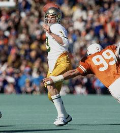Relive classic 1978 Cotton Bowl between Notre Dame, Texas Nd Football, Spring Football, College Football Players, Notre Dame Football, Football Photos, Ncaa College, Sports Images, Sports Pictures, Cotton Bowl