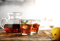 """Que tal um """"refresco de café com limão""""? 🍃☕️🍋 Receita no link: http://www.foodnewsbrasil.com.br/bebidas/receita-com-cafe-2/ #cafe #coffee #drinks"""