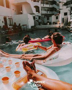 Zin in de vakantie van je leven? Samen met je vrienden feestjes bouwen, genieten van natuur & de gekste avonturen beleven. Met Summer Bash is alles mogelijk! En dit alles terwijl je veiligheid gegarandeerd wordt. Ben jij klaar voor de reis van je dromen? Wij alvast wel! Albufeira Portugal, Summer Bash, Pools, Photo Ideas, Travel, Rice, Everything, Shots Ideas, Viajes