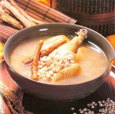 Barley Chicken Soup - invigorates the Spleen, regulates the Stomach-Qi, relieves excessive gas in the digestive system and promotes urination Chinese Soup Recipes, Chicken Soup Recipes, Asian Recipes, Asian Foods, Chinese Herbs, Chinese Medicine, Chinese Food, Herb Soup, Soups