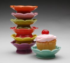 Cupcake Plates--cute gift or table setting.guests could take their little cupcake plate home as a favor Portion Plate, Perfect Portions, Kitchen Items, Kitchen Gadgets, Kitchen Things, Cooking Gadgets, Kitchen Tools, Love Cupcakes, Cake Plates