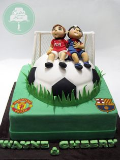 2 tiered cake with hand sculpted fondant figurines Soccer Buddies Soccer Birthday Cakes, Soccer Cake, Soccer Party, Cake Boss, Cakes For Boys, Cakes And More, Cake Art, Amazing Cakes, Fondant