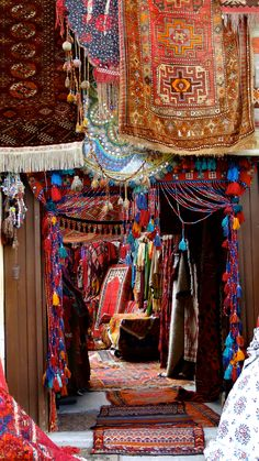 A carpet shop, bazar Capadocia,Turkey. Places To Travel, Places To See, Antalya, Carpet Shops, Cappadocia Turkey, Foto Blog, Byzantine, Wonders Of The World, Travel Inspiration