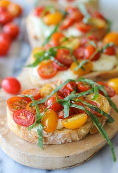 Baked Tomato Bruschetta - Enjoy the last days of summer with these melt-in-your-mouth mozzarella bruschetta bites!