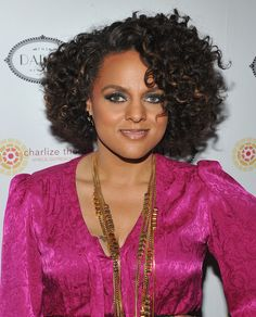 2012 Fall and Winter 2013 Short Hairstyles / Haircut Trends For Black / African American Hair. Shorter looks are already a great style for the new fall and winter season. Curly Weave Hairstyles, Short Bob Hairstyles, Hairstyles Haircuts, Black Women Hairstyles, Fashion Hairstyles, Curly Lace Front Wigs, Short Curly Hair, Curly Hair Styles, Natural Hair Styles