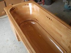 Building a wooden bathtub