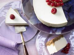 Frischkäse-Joghurt-Torte: Die fettarme Frischkäsetorte mit knusprigem Keksboden macht sich gut zum Kaffee oder als Dessert.