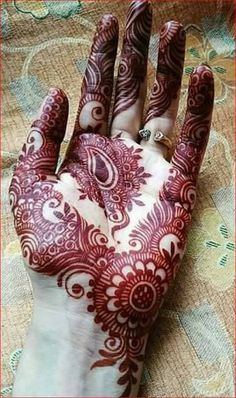 Not all mehndi designs should be unpredictable and intricate. Indeed, even simple mehndi designs can look extremely beautiful on hands. Henna Hand Designs, Mehndi Designs Finger, Mehndi Designs Book, Mehndi Designs 2018, Mehndi Designs For Beginners, Mehndi Designs For Girls, Modern Mehndi Designs, Mehndi Design Pictures, Mehndi Designs For Hands
