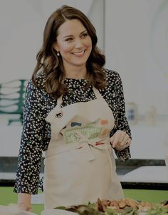 At St Luke's Community Centre, The Duchess of Cambridge takes part in preparations for a Commonwealth Big Lunch || 22 March 2018