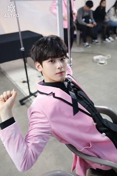 Listen to every Astro track @ Iomoio Cha Eun Woo, K Pop, Cha Eunwoo Astro, Lee Dong Min, Pre Debut, Pink Suit, Army Love, Kdrama Actors, Cute Actors