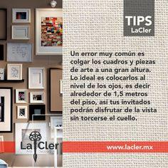 Todos ponemos pinturas, fotos, dibujos, pósters y un montón de adornos en la pared, pero ¿cuál es la altura adecuada para ellos? Aquí te lo decimos! #tipLaCler #LaCler https://www.thefhd.net/how-to-hang-artwork-pictures-and-wall-decor/