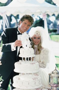 1984 After the recession ended in wedding receptions became more and more extravagant. Elaborate multi-tiered wedding cakes—like this one featured on an episode of Knight Rider—were a must-have, with some towering as tall as eight tiers high. Celebrity Wedding Gowns, Sexy Wedding Dresses, 1980s Wedding Dress, Chic Vintage Brides, Vintage Bridal, Wedding Trends, Wedding Styles, The Wedding Singer, Wedding Movies