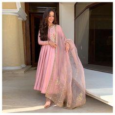 Bookmark These Stylish Outfit Ideas For Eid Sharara Designs, Kurta Designs Women, Kurti Designs Party Wear, Seoul Fashion, New York Fashion, Latest Fashion, Eid Outfits, Pakistani Outfits, Indian Outfits