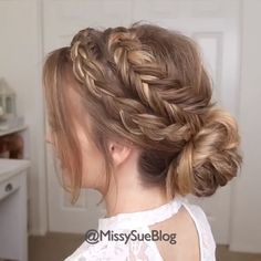 Easy and beautiful braided hair bun on blond long hair 2 Minutes Simple Hairstyles Pretty Hairstyles, Braided Hairstyles, Simple Hairstyles, Wedding Hairstyles, Braided Ponytail, Hair Upstyles, Blonde Braids, Hair Videos, Hairstyles Videos