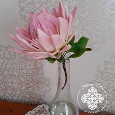 Sugar Protea Sugar Flowers, How To Make Cake, Cake Designs, Glass Vase, Home Decor, Cake Templates, Homemade Home Decor, Decoration Home, Interior Decorating