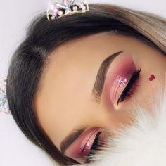 First Valentine's makeup  ✖️ eye @ohhmels | cat eye w/ half cut crease & glitter center - feminine / girly