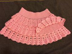 Jupe a volant en crochet pour fillette de 3 ans – Bberthe Crochet skirt for girls of 3 years – Bberthe Vestidos Bebe Crochet, Crochet Skirts, Crochet Lace, Baby Knitting Patterns, Crochet Patterns, Vintage Crochet Dresses, Baby Skirt, Baby Dress, Crochet Bikini Pattern