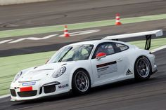 Der Porsche Carrera Cup Deutschland startet am 15. April in die neue Saison. Zum 27. Mal treten Teams und Fahrer an, um in Deutschlands schnellstem Markenpokal um den Gesamtsieg zu kämpfen. Das Starterfeld präsentiert sich, ebenso wie die beiden im..