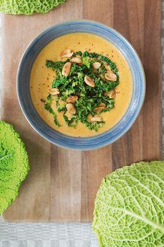 Cremige Wirsing-Erdnuss-Suppe