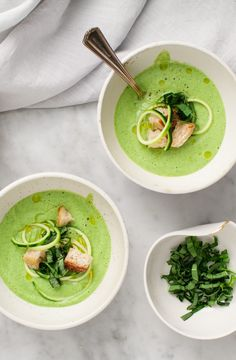 Basil Zucchini Soup This chilled zucchini soup is SO easy to make! Its a bright fresh & healthy meal thats perfect for warm summer days. Vegan & gluten-free its great topped with crusty garlic croutons. Zucchini Soup, Zucchini Muffins, Zucchini Spaghetti, Vegan Zucchini, Light Summer Meals, Summer Days, Summer Food, Healthy Summer, Chilled Soup
