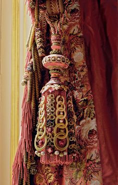 saved for idea - buttonhole stitch over interlocking keyrings Graf Passementerie Drapes Curtains, Drapery, Luxury Curtains, Window Coverings, Window Treatments, Glands, Fru Fru, Textiles, Passementerie