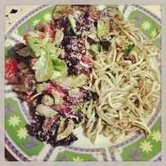 La dieta ALEA - Gulas al ajillo y ensalada con salsa de yogurt griego. como segundo plato o cena