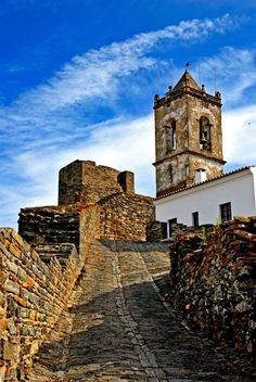 Castle Monsaraz, Monsaraz, Alentejo, Evora, Portugal | Photo by Miguel Jose Cardoso on olhares.sapo.pt at: http://olhares.sapo.pt/monsaraz-foto3235323.html, Copyright, all rights reserved.