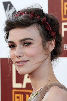 keira knightley light contouring around eyes, rosey lips, ultra loose braided updo with floral band same color as eyeshadow. Love this! <3