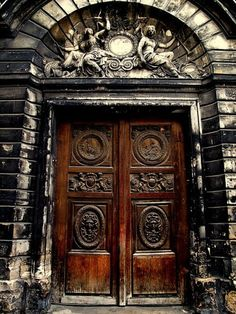 """"""" Everyone wants to walk through a door marked 'private'. Therefore, have a good reason to be affluent."""""""