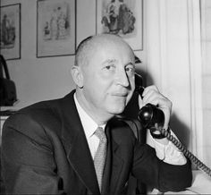 French fashion designer Christian Dior French Fashion Designers, Men Style Tips, Mens Fashion, Fashion Tips, Style Icons, Christian Dior, Fashion Accessories, People, Nude