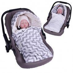 Découvrez la chancelière couverture réversible ZigZag si vous rêvez d'une couverture douce pour faire dormir votre bébé qui s'adapte parfaitement à votre cosy