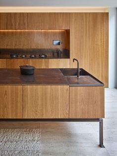 cherry timber cabinetry /Caroline Place by Amin Taha Architects + GROUPWORK Kitchen Pantry, Kitchen Dining, Kitchen Decor, Kitchen Wood, Küchen Design, House Design, Design Ideas, Cocinas Kitchen, Timber Panelling