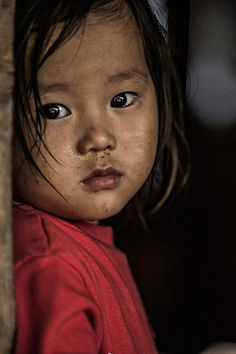 There's no end to misery Portraits, Portrait Art, Portrait Photography, Beautiful World, Beautiful People, Vietnam, Bless The Child, The Secret World, World 7