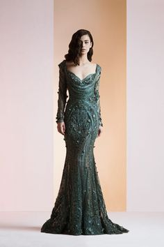 Lebanese fashion designer Ziad Nakad unveiled his new Haute Couture fall/winter 2013 collection of gorgeous evening dresses and gowns. Pretty Outfits, Pretty Dresses, Vestido Dress, Green Gown, Spring Couture, Couture Collection, Bridal Collection, Beautiful Gowns, Couture Fashion