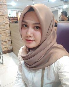 🙏 Hijabi Girl, Girl Hijab, Beauty Full Girl, Beauty Women, Arab Girls Hijab, Muslim Beauty, Beautiful Hijab, Hey Girl, Muslim Women