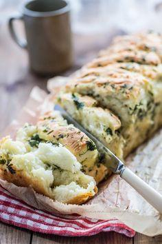 Ivka w kuchni - przepisy, fotografia i stylizacja kulinarna: Odrywany chlebek czosnkowy Impreza, Chicken, Fotografia, Brot, Cubs