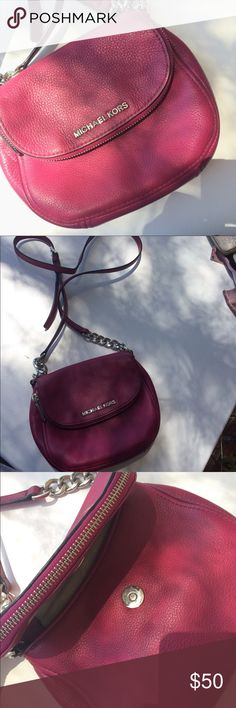 Michael Kors purse A magenta Michael kors purse 👛 with long straps, perfect for a night out in the town, or a nice spring day! 🌸🌺🌼 it has a zipper compartment on the opening for extra storage! Perfect small bag that can fit a lot of stuff! Michael Kors Bags Crossbody Bags