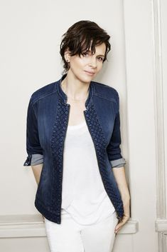 Juliette Binoche for Blue Illusion 3 Juliette Binoche, Basic Outfits, Casual Outfits, Daily Fashion, Girl Fashion, French Girl Style, French Actress, One Clothing, Lightweight Jacket