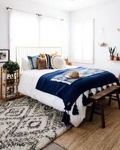 I really love the colors and textures in this bedroom. They're so boho and pretty. #hipster #boho #bedroom