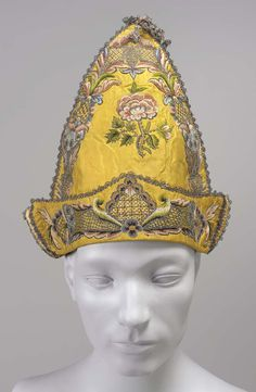 18th century, Europe - Man's cap - Embroidered silk
