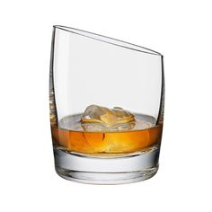 Whisky has never known such a swanky glass! The elegant Eva Solo Whisky Glass is available now from Everything But Flowers. Carafe, Vodka, Flute Champagne, Whiskey Glasses, Alcohol Glasses, Liquor Glasses, Whiskey Cocktails, Fireball Drinks, Bourbon Cocktails
