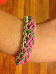 Raindrop rainbow loom M Craft, Craft Ideas, Fun Loom, Rainbow Loom Creations, Rainbow Loom Bracelets, Love Rainbow, Loom Bands, Rubber Bands, Grandchildren