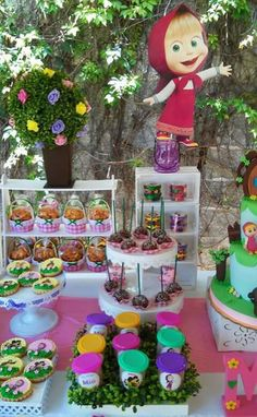 Candy masha bar and the bear - Celebrat : Home of Celebration, Events to Celebrate, Wishes, Gifts ideas and more ! Bear Birthday, Girl First Birthday, 3rd Birthday Parties, Marsha And The Bear, Bear Party, Crafts For Boys, Ideas Para Fiestas, Princess Party, Birthday Decorations