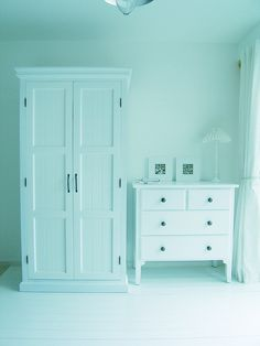 www.oakfurnituresolutions.co.uk White bedroom furniture