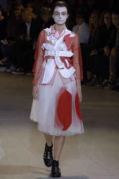 Comme Des Garcons Spring/Summer 2007 Ready-To-Wear 3d Fashion, Weird Fashion, Fashion Details, Fashion Brand, Editorial Fashion, Runway Fashion, High Fashion, Fashion Beauty, Fashion Show