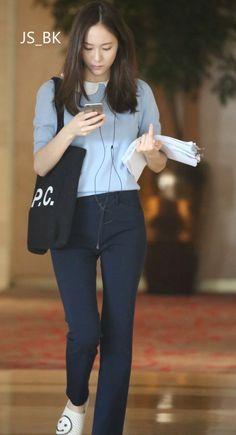 160514 - Spotted at her Hotel in Wenzhou. Krystal Fx, Jessica & Krystal, Korean Airport Fashion, Korean Fashion, Snsd Fashion, Fashion Outfits, Emma Watson Outfits, Krystal Jung Fashion, Pretty Korean Girls